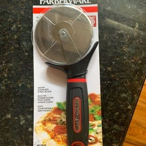 Pizza cutter